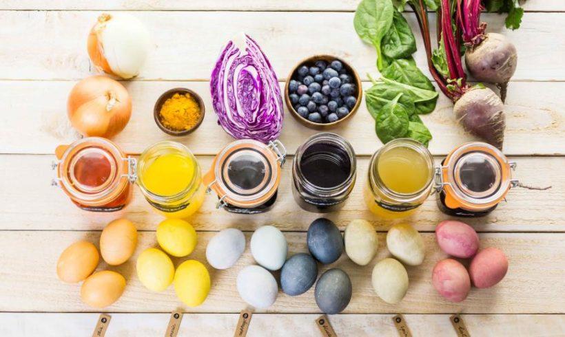 Colorer des oeufs de Pâques avec des légumes